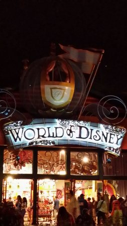 Disney Springs: Luv this store! Every kid's dream...and some adults!!lol