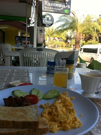 Ruenmayura Hostel: Breakfast set