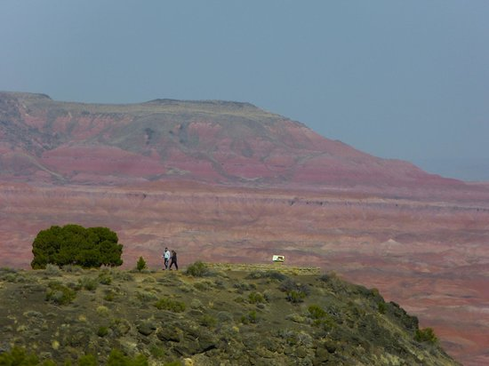 Painted Desert : the people in the foreground give you a sense of the great distances