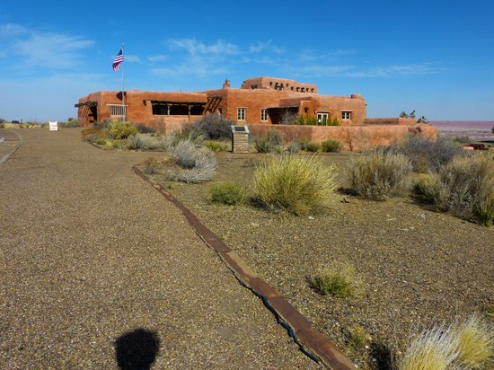 Painted Desert : one of the visitor centers with a restaurant
