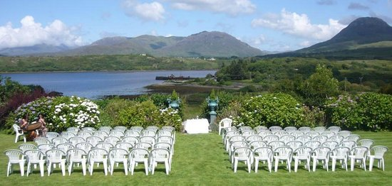 Rosleague Manor Hotel: Ceremony on the Lawn