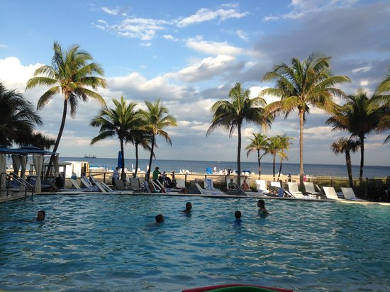 B Ocean Resort Fort Lauderdale: A view from the pool
