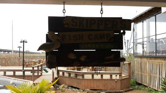 Skipper's Fish Camp: entrance