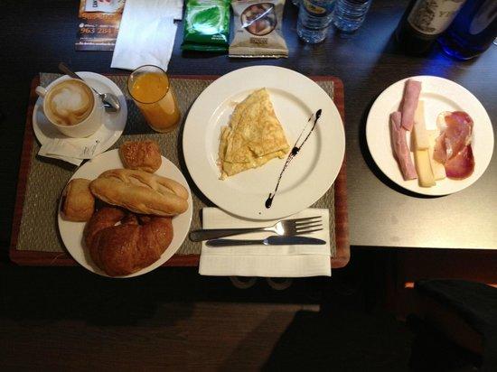 ILUNION Aqua 4: breakfast 2