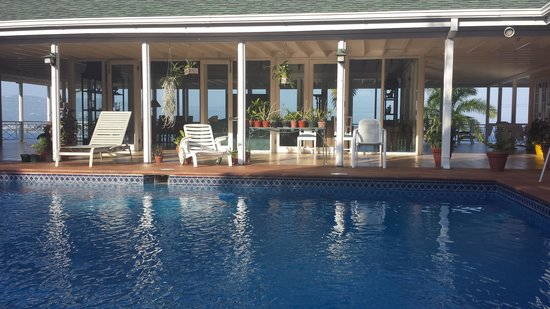 Polkerris Bed and Breakfast: Pool area