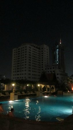The Sukosol: Nice pool, swimming in the evening