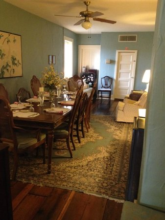 Jailer's Inn Bed and Breakfast: Breakfast area on 2nd Floor