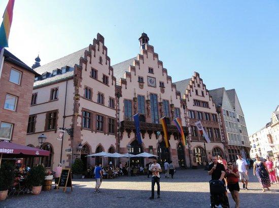 Romer: praça e prefeitura