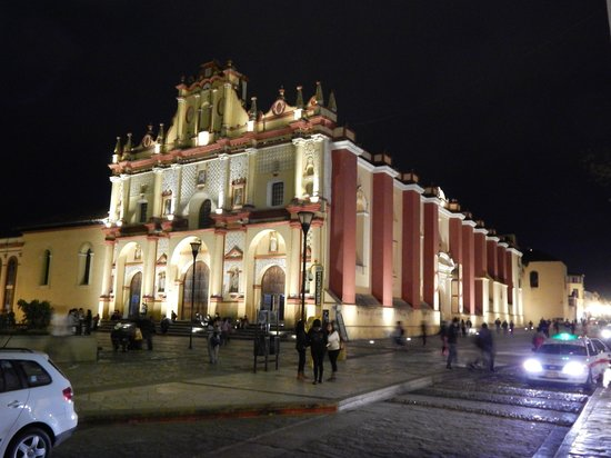 Catedral de San Cristobal de Las Casas : evening shot