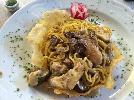 La Grotta Guelfa: Gli Spaghetti alla Chitarra con Porcini e Tartufo