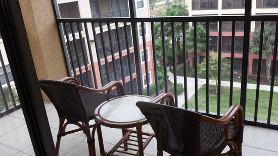 Westgate Lakes Resort y Spa: Side B - Patio Area