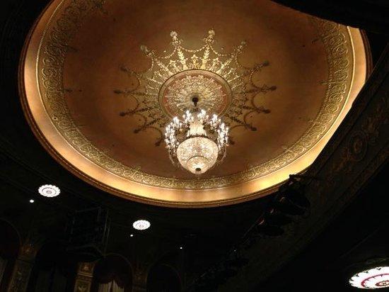 Warner Theatre : Main house chandelier