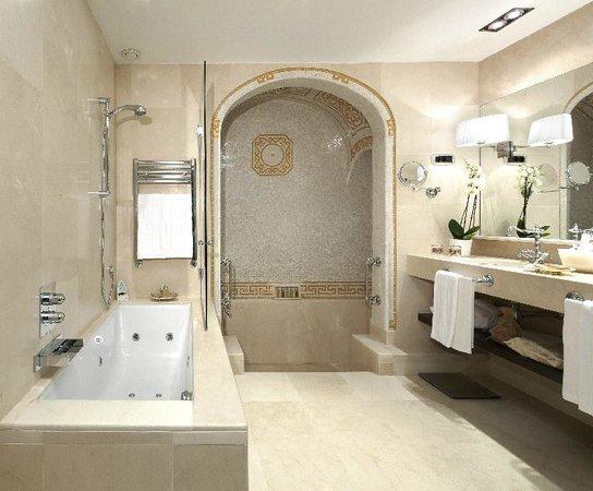 El Palace Hotel: Roman Bath