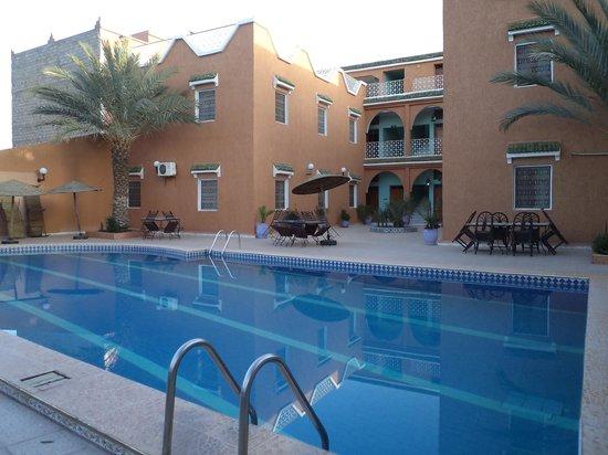 Hotel La Vallee : La piscine