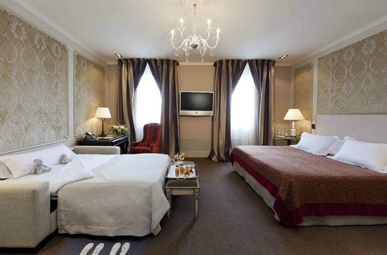 El Palace Hotel: Family Room