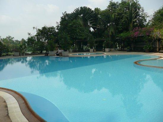 Sampran Riverside: swimming pool
