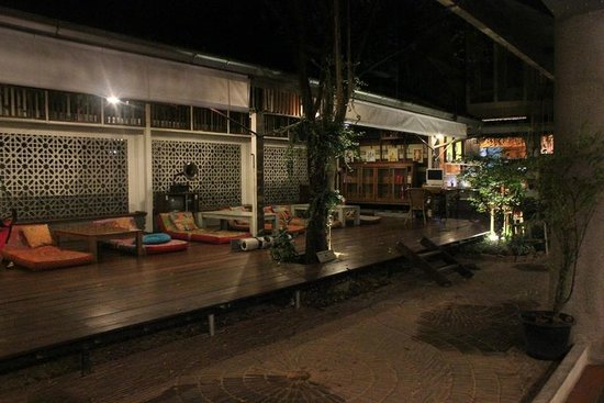 Phranakorn-Nornlen Hotel : Chill out area in the evening