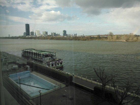 Hilton Vienna Danube Waterfront: Vista do quarto
