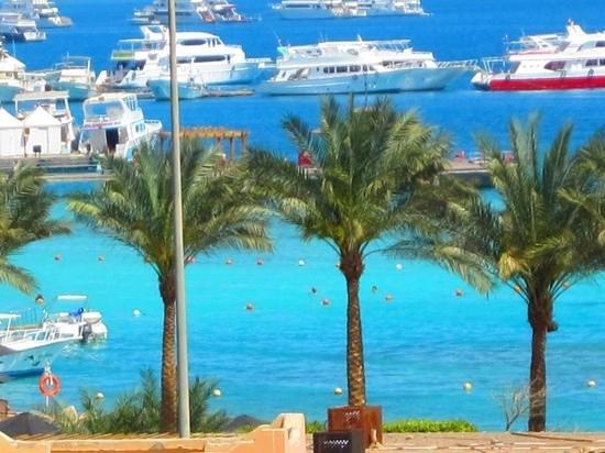 Mövenpick Resort Hurghada: na praia com 29 graus em Março