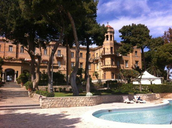 Grand Hotel Villa Igiea - MGallery by Sofitel : Looking back towards the hotel from the pool area