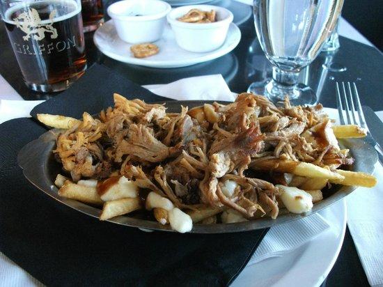 Cotes a Cotes Resto-Grill: Poutine au porc effiloché, sauce Jack Daniel's, menu midi-express