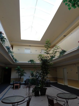 Gateway Inn and Suites Hotel: Common area