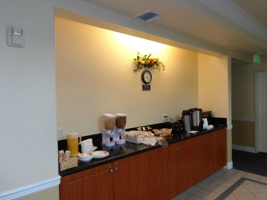 Gateway Inn and Suites Hotel: Where Continental breakfast is served.