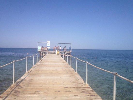 Club Magic Life Sharm el Sheikh Imperial: Jetty down to the sea