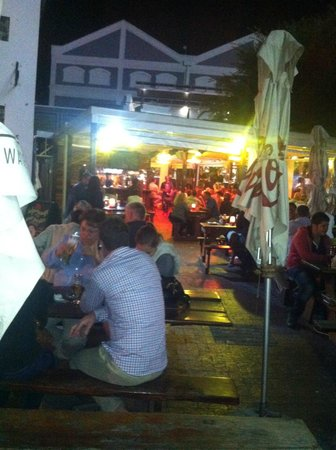 Ferrymans Tavern: Outdoors in the Evening