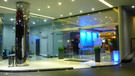 Tryp by Wyndham Panama Centro: Main entrance