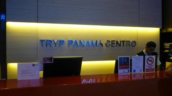 Tryp by Wyndham Panama Centro: Front desk