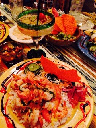 Rolando's Nuevo Latino Restaurante: Camarones accompanied by Margarita