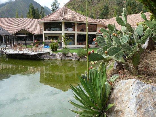 Aranwa Sacred Valley Hotel & Wellness: Bar and pool-side patio