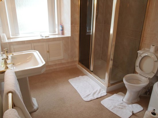 Myrtle Bank Guest House: Bathroom