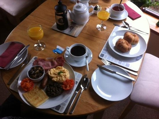 Kettle House B&B : Scottish Breakfast + Croissants