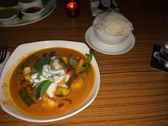 Lotus Restaurant / Bar : Red Curry