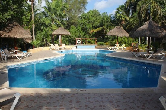 Mahekal Beach Resort: Piscine de l'hotel