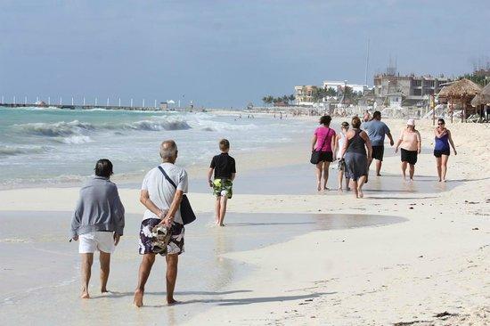 Mahekal Beach Resort: Plage publique par vent fort