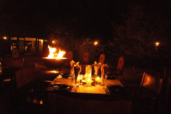 Naledi Bushcamp and Enkoveni Camp: Dinner at the camp