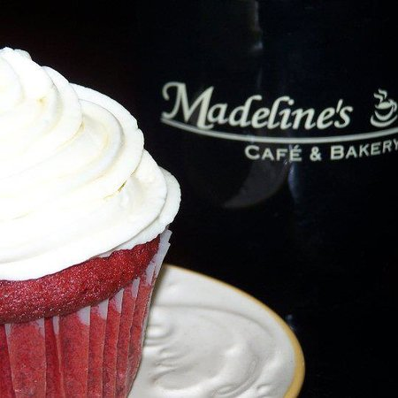 Madeline's Cafe and Bakery: Cupcakes, pies, cheese cakes, cookies and more!