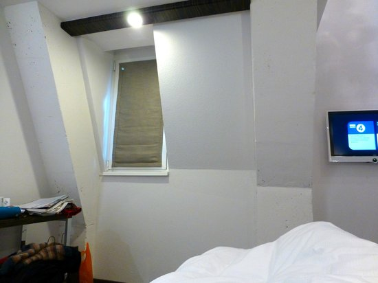 Motel One Edinburgh-Royal: 3 windows in 711