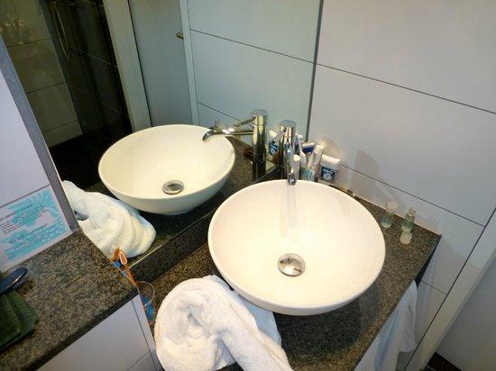 Motel One Edinburgh-Royal : Smart, no soap bar!