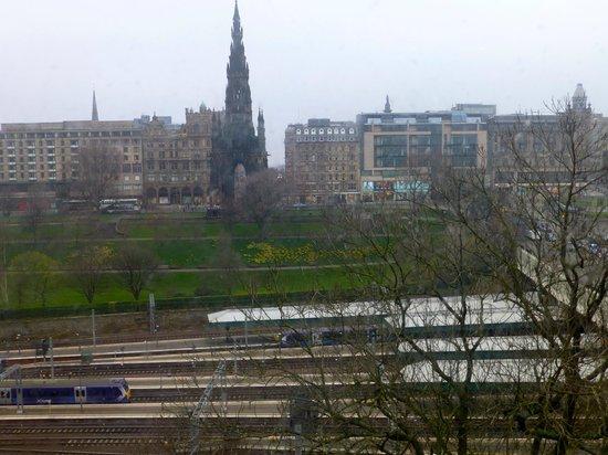 Motel One Edinburgh-Royal: North window view