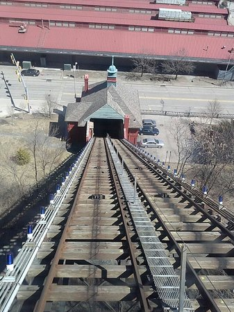 Monongahela Incline: Going up