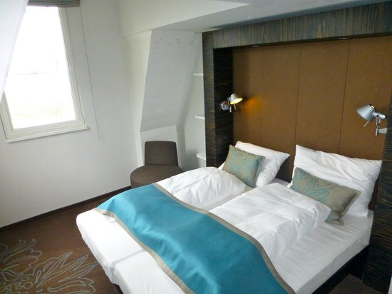 Motel One Edinburgh-Royal: Good quality but singles!!