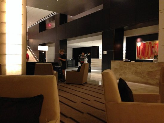 Loews Atlanta Hotel: The lobby and front desk