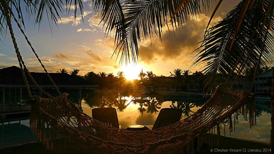 Plantation Bay Resort And Spa: Sumrise in the Lagoon