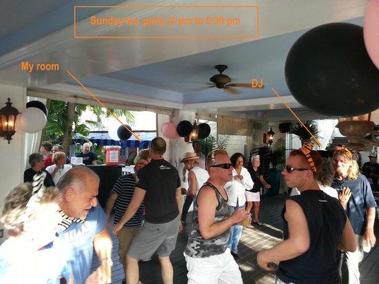 La Te Da Hotel : Sunday afternoon tea party