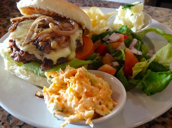 La Cantina: Our famous Cheeseburger!