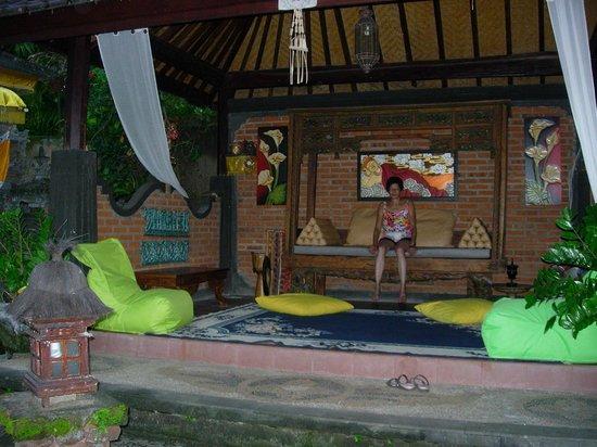 Rambutan Boutique Hotel : Mediteren in de tuin van het hotel.